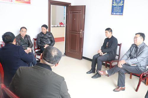 赵叶惠主任在龙潭新村听取党建工作汇报_副本.jpg